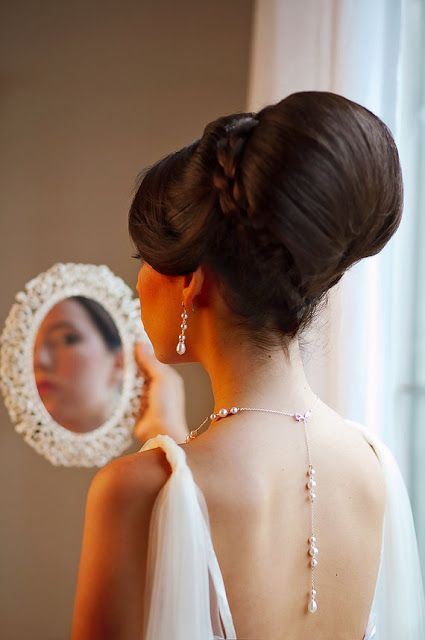 hairstyle for backless dress