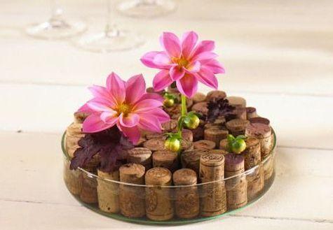Flaschenkorken als Steckhilfe für Blüten