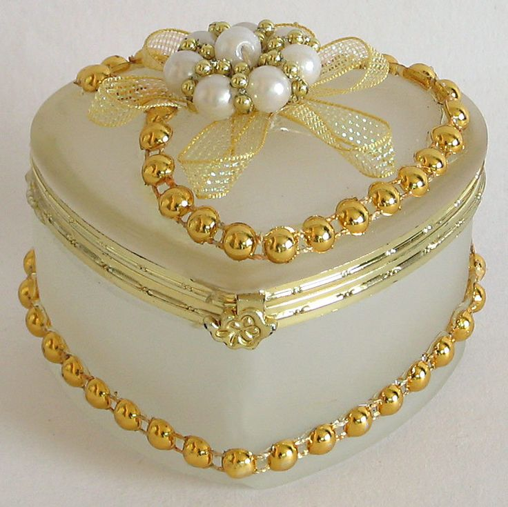 Off White Heart Shaped Jewelry Box Decorated with Beads and Ribbon (Glass)