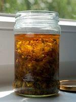 Johanniskraut-Rotöl selber machen