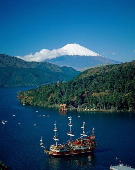 Mount Fuji & Lake Ashi, Hakone, Honshu, Japan  Copyright: Steve Vidler Jon Arnold Images