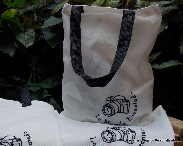 Bolsa reutilizable, bordada con logo comercial-. https://www.facebook.com/Zzoomm.regalospersonalizados