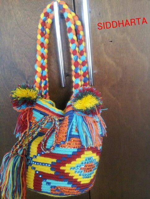 Mochila wayuu con cristales. Despachos a nivel nacional e internacional