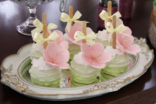 O aniversário da Marina foi pura magia! O tema? O jardim das fadas! A decoração…