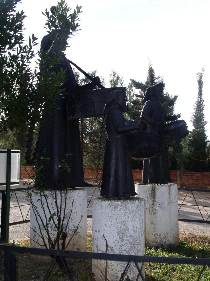 Monumento al Tambor de Híjar. Detalle del perfil.