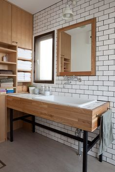 love the wooden & white look, would also look great with black tiles #monochrome #beachhouse #dreamhouse
