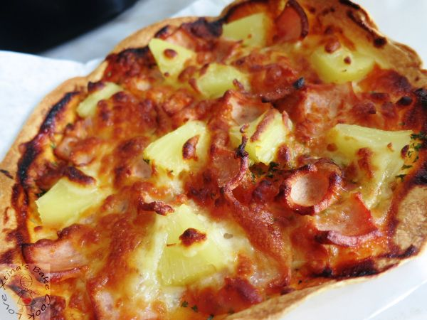 I know I just did a Tortilla Hawaiian Pizza less than a week ago. But I simply can't resist having this 'cheat' skinny pizza as a light lunch since I had breakfast. The difference…