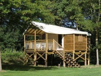 Location Ecolodge sur pilotis dans un camping de bord de Loire en Anjou