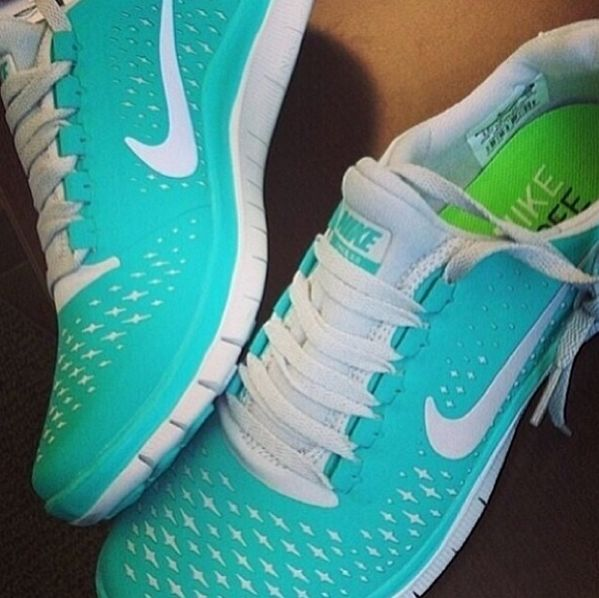 Love the color! I want a pair of Nike Free Runs so badly!!!