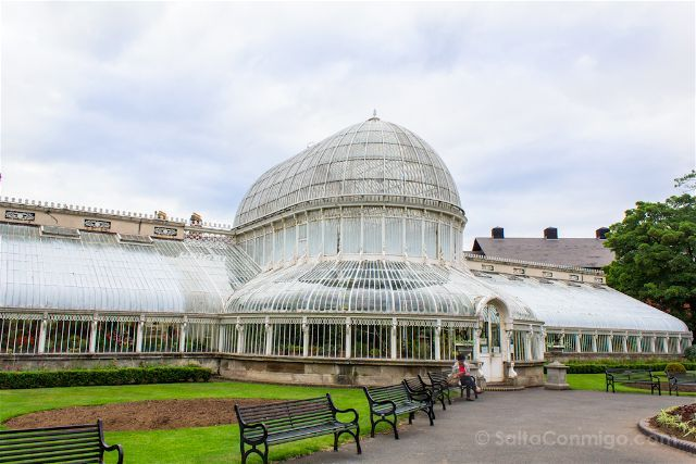 El jardín botánico de Belfast, Irlanda del Norte, con la Palm House