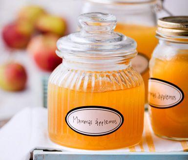 Laga hemgjort enkelt äppelmos som smakar ofantligt gott och med detta recept är det inte alls komplicerat. Detta enkla äppelmos kan utan problem djupfrysas.