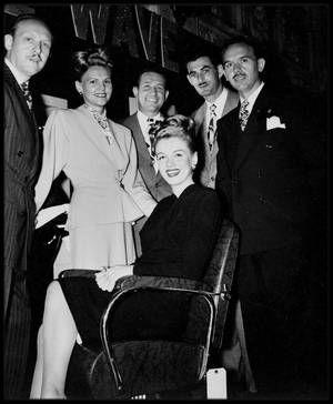 1946 metamorphose le 2 aot 1945 la jeune norma jeane signe au sein - Coloration Blonde Sans Dcoloration