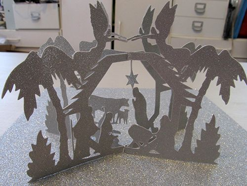 Nativity Scene Pop Up Card. Click on link for free template. http://forum.make-the-cut.com/discussion/36018/nativity-sliceform-and-envelope-free-cutting-files