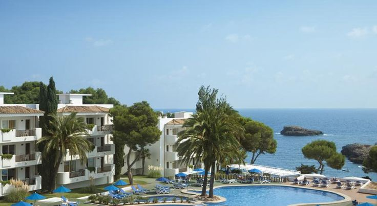 Inturotel Cala Azul Park Cala D´Or Inturotel Cala Azul Park has an outdoor swimming pool and extensive gardens, with pine and palm trees. It is set in Mallorca's Cala d'Or, a few metres from Cala Esmeralda Beach.  This apartment complex offers an indoor swimming pool and hot tub.