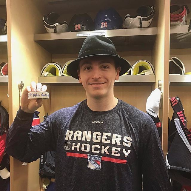 #NYR Jimmy Vesey gets his first career NHL goal and the Broadway hat!  ⠀⠀⠀⠀⠀⠀⠀ Rangers win last nights matchup by a score of 7-4 with goals from Staal, Kreider, Nash, Hayes, Zucc, Grabner, and Vesey!