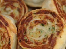 Картофельные рулетики алупатры: постная закуска вкуснее отбивных! Если ты еще не знаком с индийской кухней, самое время это сделать. Как и большинство блюд ведической кухни, алупатры — вегетарианское угощение.      Букет специй превращает привычную картофельную начинку…