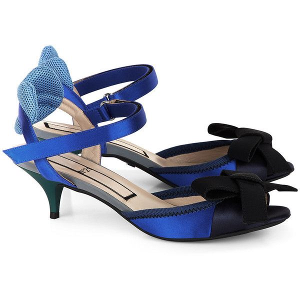 No21 Cobalt Blue & Navy Bow Kitten Heels ($295) ❤ liked on Polyvore featuring shoes, pumps, navy shoes, navy peep toe pumps, navy kitten heel pumps, kitten heel pumps and navy blue pumps