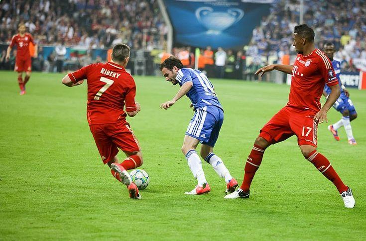 Imagen de partido de ftbol. Esta noche el Bayer de Munich y el FC Barcelona se enfrentarn en el partido de ida de semifinales de UEFA Champions League. La pgina de apuestas deportivas Cirsa ha sacado ya las cuotas para apostar por el ganador del encuentro. El equipo alemn son esta vez los favoritos.