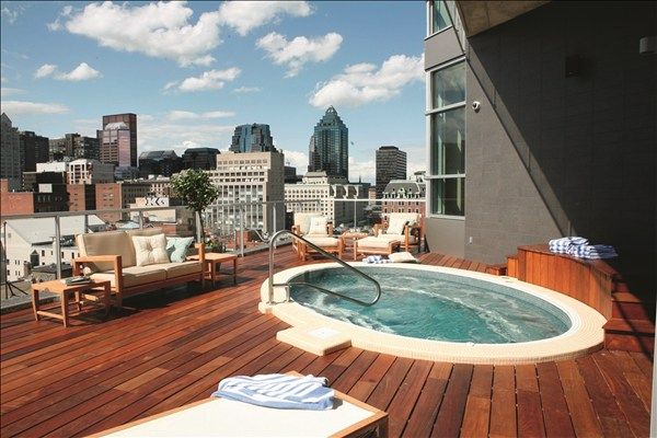 A Jacuzzi, Champagne and the Montreal skyline... what's not to love?