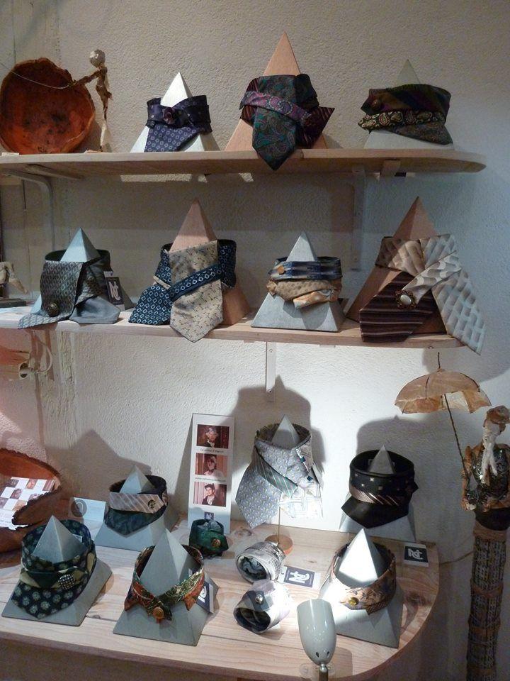 """Les """"Cols porteurs d'élégance"""" en soie, de l'atelier NC, boutique de créateurs """"Des Fous Des Sages"""", Morlaix"""