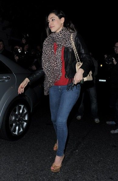 Kelly Brook Photos Photos - EROTEME.CO.UK.Kelly Brook and her injured boyfriend Danny Cipriani return home.  Cipriani was hit by a bus last week while on a pub crawl in Leeds. - Kelly Brook and Danny Cipriani Return Home
