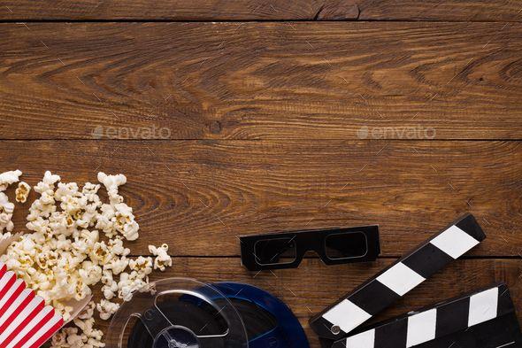 Clapperboard Film Reel And Popcorn On Wooden Background Top View Ideias Para Festas Papeis De Parede Planos De Fundo
