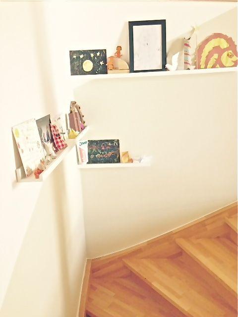 Treppenaufgang, Regal, Kinderkunst