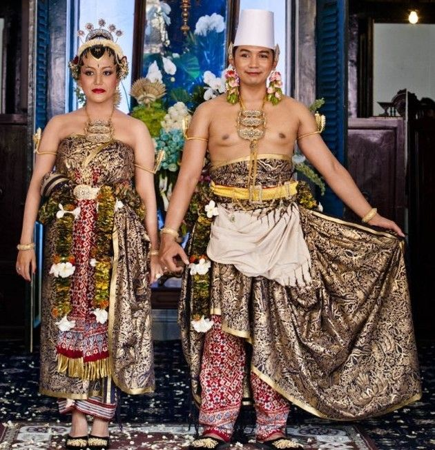 Javanese Indonesian wedding clothes. Yogyakarta royal wedding 2013. GKR Hayu & KPH Notonegoro.