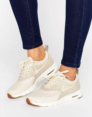 Nike – Air Max Thea – Beigefarbene Sneaker in Korbgeflechtsoptik