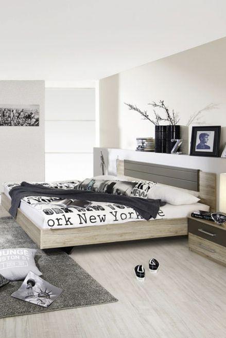 Das 4-teilige Möbel-Set von rauch verleiht Schlafzimmern ein modernes, einladendes Ambiente. Das Set besteht aus einem großen Schwebetürenschrank, einem Bett mit dekorativem Kopfteil und den 2 passenden Nachttischen und wurde komplett in Deutschland hergestellt. Alles drin, alles passt perfekt zusammen – ein Traum!