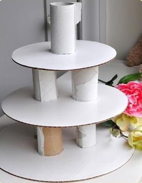 Los souvenirs siempre deben estar acomodados para que puedan lucirse perfectamente por eso hoy creamos esta torre para colocar los souvenirs.
