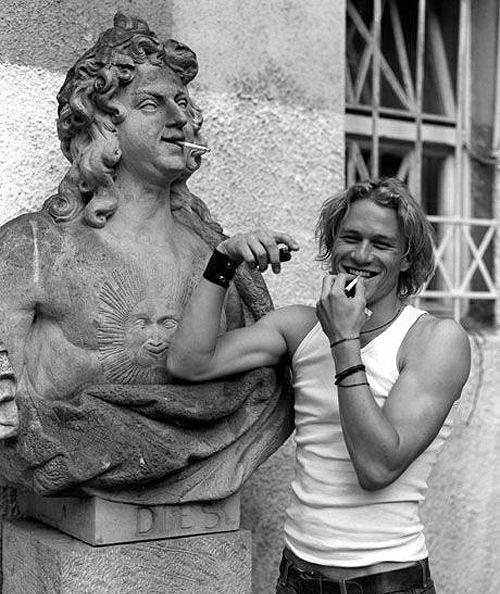 Heath Ledger makes smoking look soooo good!