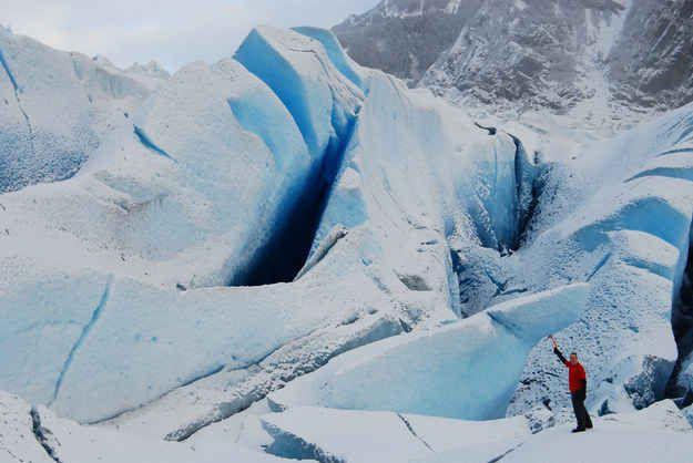 Faire une randonnée dans le glacier de Mendenhall à Juneau en Alaska.