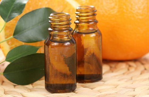 Ottimo rimedio contro ansia e stress, ha un grande riscontro anche nella cura della ritenzione idrica e della cellulite. Se avete qualche arancia biologica e volete fare un buon olio essenziale, ecco il procedimento con foto-tutorial.