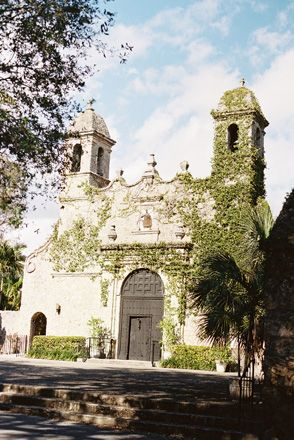 Plymouth Congregational Church in Coconut Grove, Miami   Photo: Ozzy Garcia Photography
