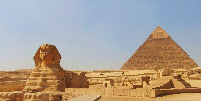 Terselubung dalam rumor dan legenda, piramida di Giza, Mesir adalah sisa terakhir dari Tujuh Keajaiban Dunia Kuno yang penuh misteri