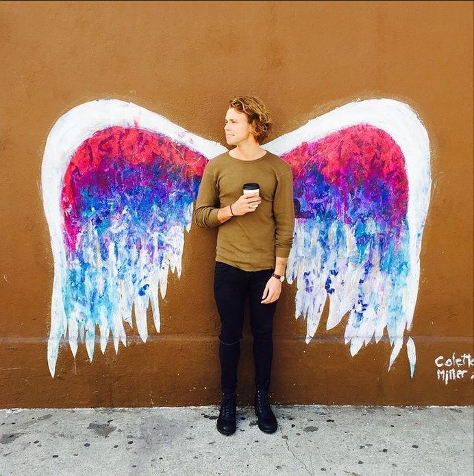 ::Ashton Irwin:: Hello I'm Ashton!But you can call me Ash.Im 21 and single.Ari is my sister.I play drums in 5SOS.I one simple secret.But no one knows so it's still a secret.Intro?