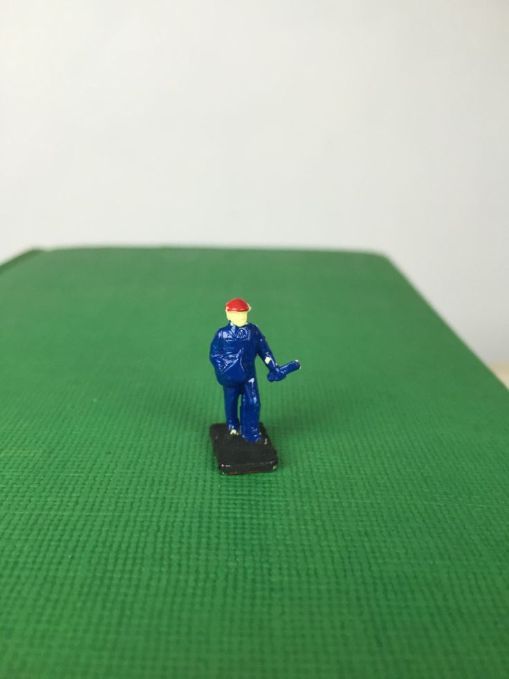 Small figurine for scale models. Painted collectible scale model person. by PinkElephantsRetro on Etsy