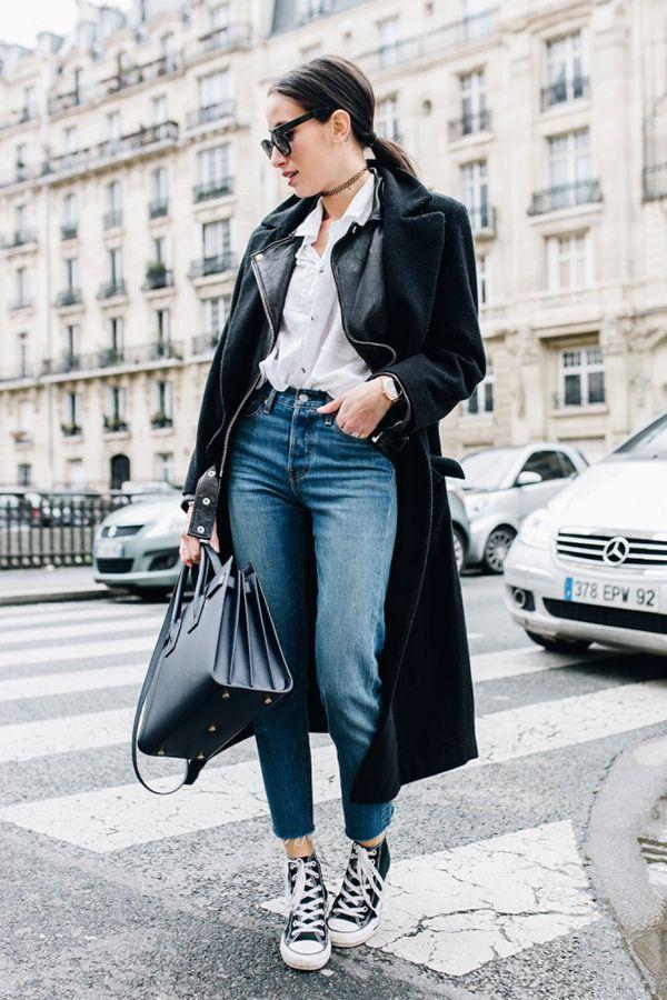 Calça jeans Camisa branca Casaco preto Bolsa preta All Star preto Chuck Taylor