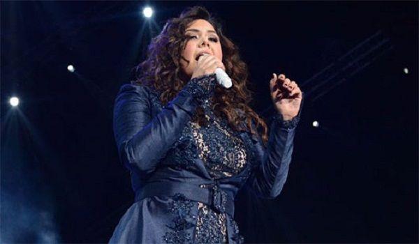 Yuridia rinde homenaje a Juan Gabriel en show