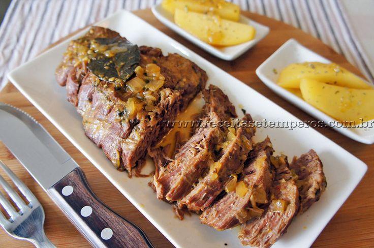 Cupim é um tipo de corte de carne de boi localizado atrás do pescoço do animal. É uma carne extremamente macia e muito saborosa. Aqui preparamos essa delícia direto na pressão, e imagina só essa carne ficou desmanchando.... Confira a receita. Leia mais...