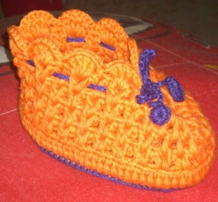 Knitting baby shoes