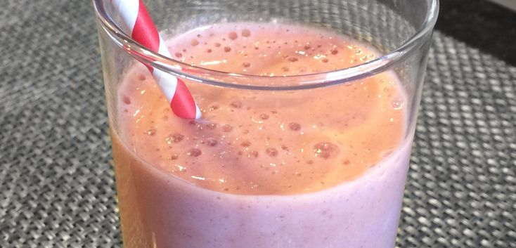 Low FODMAP Strawberry Banana Oatmeal Breakfast Smoothie