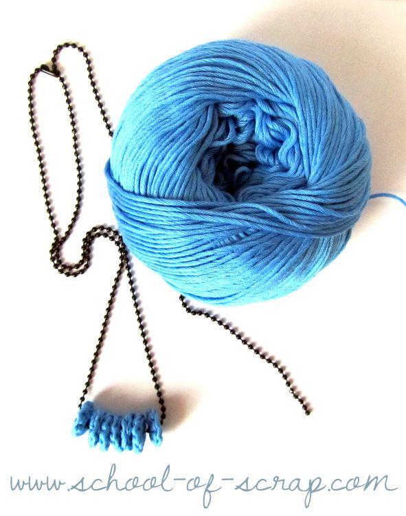 collana con perline fatte all'uncinetto