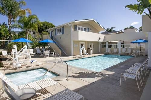 Sandpiper Lodge - Santa Barbara Santa Barbara (California) Located 4 miles from Arroyo Burro Beach Country Park, this hotel in Santa Barbara, California offers an outdoor pool, a hot tub, and a fitness centre. The rooms include free Wi-Fi and a flat-screen TV.