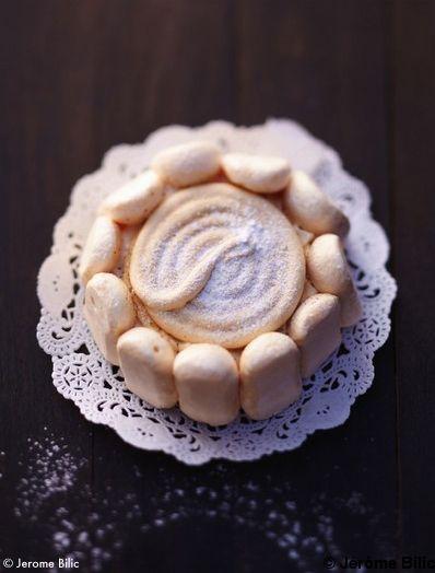 Recette Comme un vacherin  : Préchauffez le four sur th. 3-4/100°.Battez les blancs en neige en ajoutant 20 g de sucre en poudre dès qu'ils moussent.Qu...