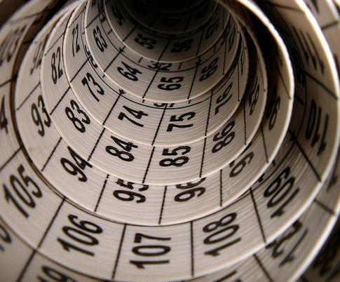 I. LÓXICO-MATEMÁTICA  Capacidade para empregar os números de xeito efectivo e o razoamento lóxico. Permite resolver problemas de lóxica e matemáticas, pensar críticamente, executar cálculos complexos, razoar científicamente, abstraer e operar con imaxes mentais.