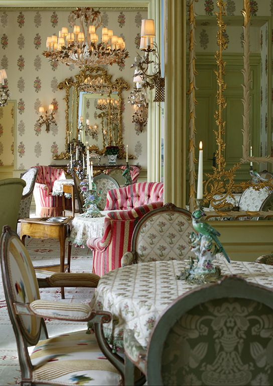 the french love red and white stripes - French Decor