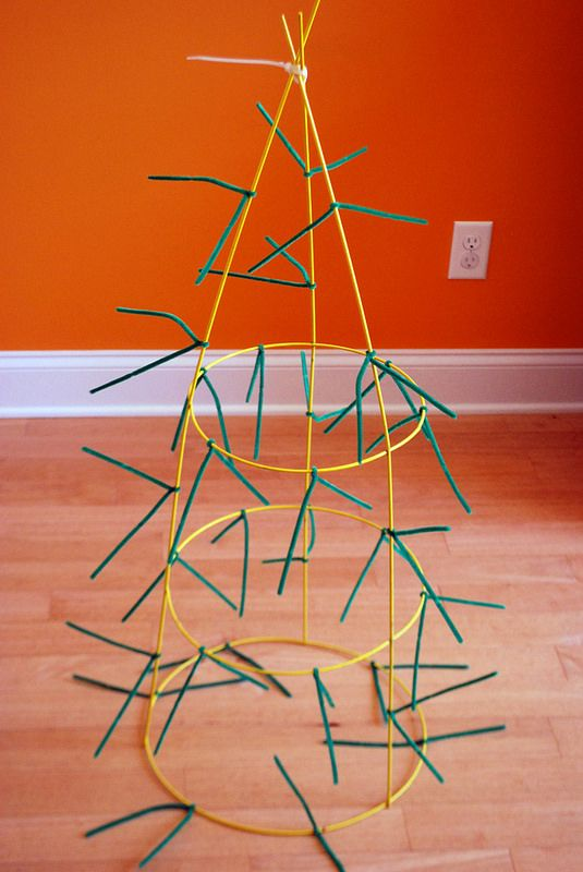 The Happy Plum: DIY Tomato Cage Christmas Tree
