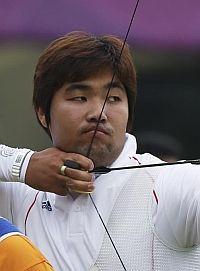 Im Dong-Hyun, el héroe casi ciego del tiro con arco. Record mundial con 699 puntos.      A esto se le llama perfección en la técnica